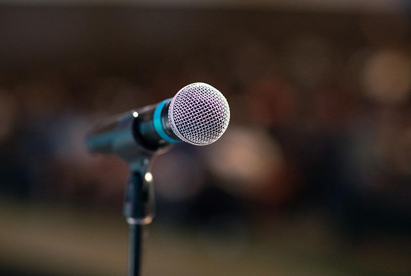 Claves y experiencias para aprender a hablar en público - Micrófono